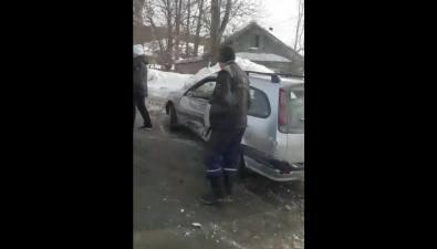 Две машины столкнулись наперекрестке улицы Украинской ипереулка Энергетиков вЮжно-Сахалинске