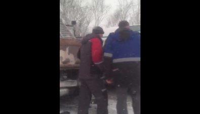 Из-за лихача, совершавшего обгон, врайоне Огоньков столкнулись четыре автомобиля