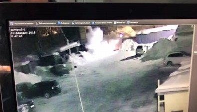 Lexus cнес ворота автокомплекса вЮжно-Сахалинске иперевернулся