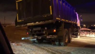 В Южно-Сахалинске легковой автомобиль врезался вгрузовик