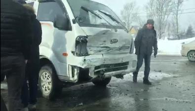 Kia иToyota неподелили перекресток проспекта Мира иулицы Лесной вЮжно-Сахалинске