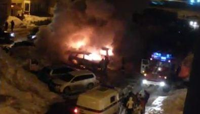 Ночью вДальнем сгорели дваавтомобиля