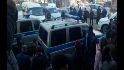 Полицейским снова пришлось следить заситуацией впаспортном столе Южно-Сахалинска