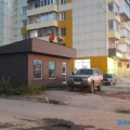 Увезенный нелегальный магазин вернулся подокна жильцов дома поулице Железнодорожной