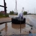 Жители Охивоткнули влужу портрет мэра, чтобы напомнить опроблеме