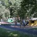 Качели длядетей ивзрослых установили вгородском парке Южно-Сахалинска