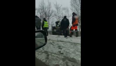 Череду утренних ДТПпополнила девушка, чейавтомобиль вылетел вкювет врайоне Ново-Троицкого