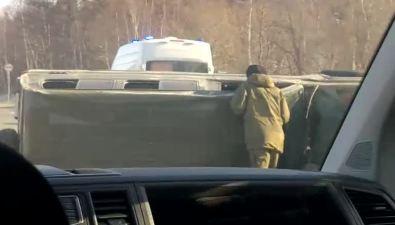 Автомобиль своеннослужащими перевернулся натрассе Южно-Сахалинск— Корсаков