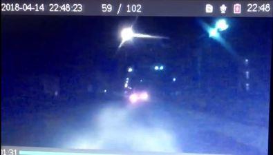 Subaru Forester врезался встолб иперевернулся возле школы вУглегорске