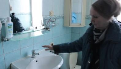 Дом вЮжно-Сахалинске утопает вталых водах ссоседнего участка, накотором зимой складировали снег