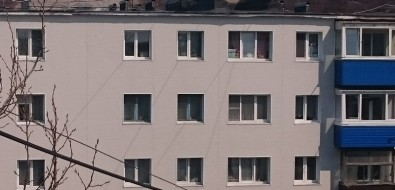 После ремонта фасада холмчане немогут установить наокна москитные сетки