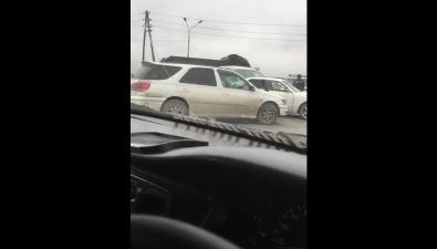 По дороге изЮжно-Сахалинска вЛуговое столкнулись триавтомобиля