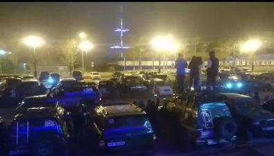 Джиперы перетягивали друг друга напарковке вЮжно-Сахалинске