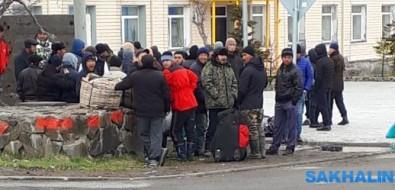 70 иностранных рабочих устроили забастовку вСеверо-Курильске
