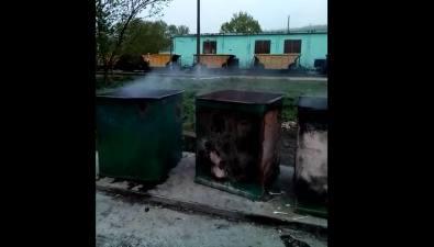 Жители Взморья недовольны владельцами точки общепита, которые сжигают мусор вконтейнерах
