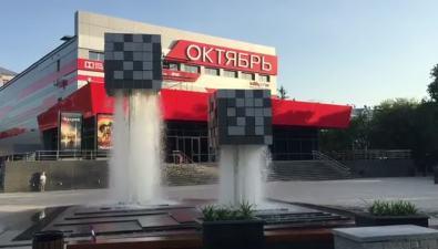 """""""Левитирующие"""" кубы возле кинотеатра """"Октябрь"""" наконец стали фонтаном"""