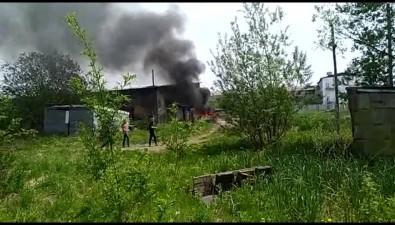 На Сахалине вторая засутки пожарная машина попала вдорожную ловушку