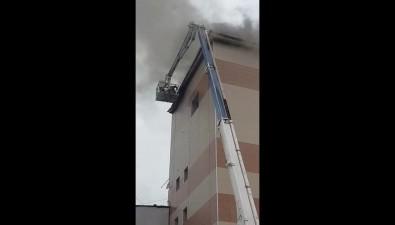 Крышу складского помещения потушили напроспекте Мира вЮжно-Сахалинске