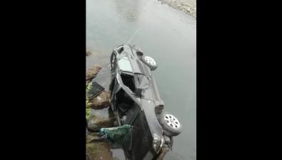 В Поронайском районе Toyota Harrier вылетела смоста