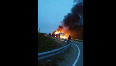 На мосту вНогликском районе сгорел автокран