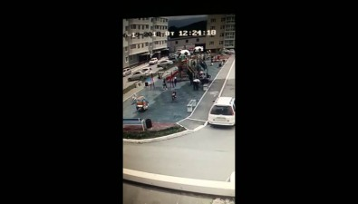 Скорая помощь увезла мальчика сдетской площадки вЮжно-Сахалинске