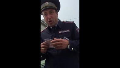Сахалинский автоинспектор нестал штрафовать нарушительницу правил дорожного движения, таккак самих нарушил