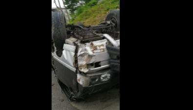 Разбитый перевернутый микроавтобус лежит наодной изулиц Быкова