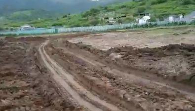 Работам пообустройству футбольного поля вхолмском селе Правда мешают дожди