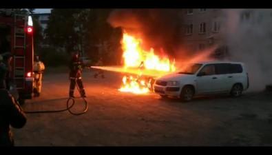 Три автомобиля подожгли сегодня утром вЮжно-Сахалинске