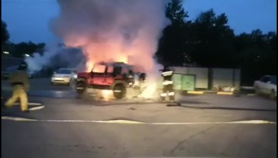Во дворе попроспекту Мира вЮжно-Сахалинске сгорел FJ Cruiser