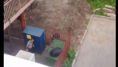 """Ранним утром вЮжно-Сахалинске неизвестные громко """"воровали"""" плитку запиццерией"""