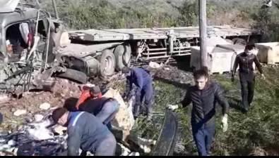 Грузовик срыбой покинул пределы дороги врезультате ДТПв Макаровском районе