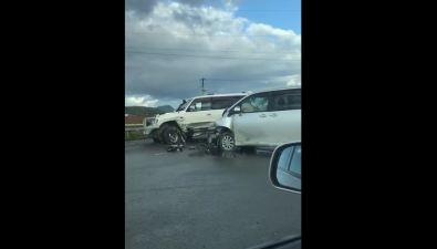 Mitsubishi Pajero иToyota Noah перегородили дорогу перед Троицким