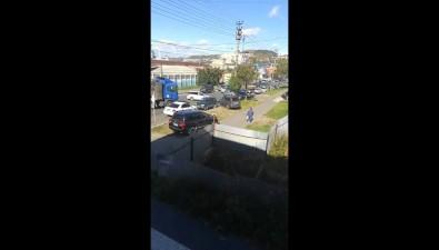В Холмске водитель тягача сприцепом снес столб наперекрестке Советской иПортовой