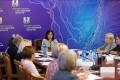 В Сахалинской области решают, какпомочь матерям работать иприсматривать задетьми