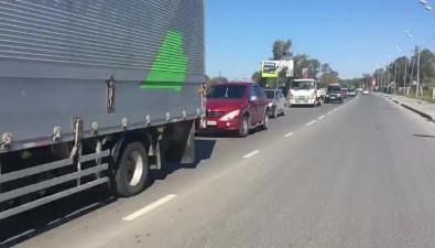 Автолюбители встали впробку наулице Ленина из-за устремившихся наярмарку южносахалинцев