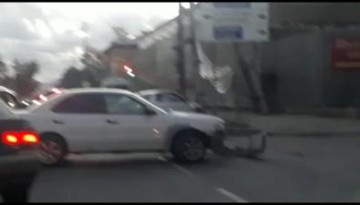 После столкновения двух седанов научастке проспекта Победы придется заменить дорожное ограждение