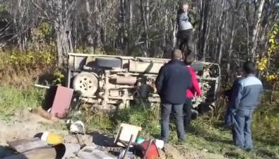 На дороге вОхинском районе перевернулся грузовик