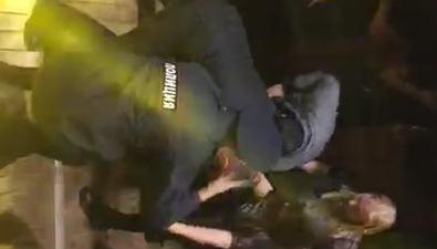 В одном изночных клубов Южно-Сахалинска силовики задержали нескольких посетителей