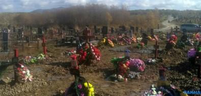 Свежие могилы накладбище вХристофоровке топят грунтовые воды