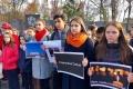 В Аниве провели траурный митинг впамять ожертвах трагедии вКерчи