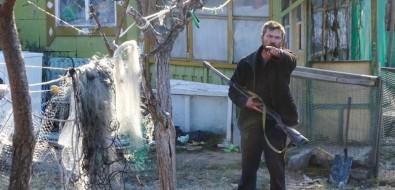 """Сахалинским чиновникам, депутатам изоозащитникам, приехавшим в""""концлагерь длясобак"""", угрожали оружием"""