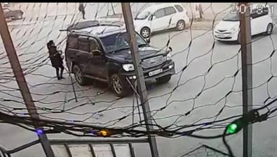 Южносахалинка, оказавшаяся водной машине сугонщиком, пошла наДТП, чтобы спасти авто