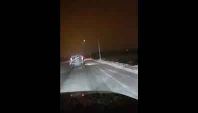 Новые уличные фонари превращают участок трассы между Ново-Александровском иЮжно-Сахалинском вдискотеку