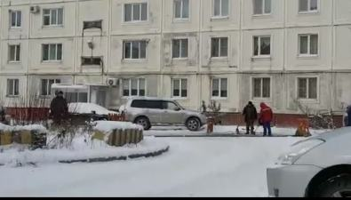 """Компания """"Связь-Сервис"""" двамесяца ждала снег вЮжно-Сахалинске, чтобы заасфальтировать двор"""
