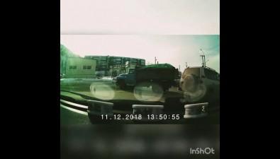 На перекрестке улиц Адмирала Макарова иЖелезнодорожной вХолмске столкнулись триавто