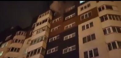В подъезде многоэтажки напроспекте Победы вЮжно-Сахалинске вспыхнул пожар