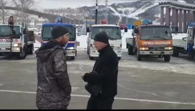Перевозчики Южно-Сахалинска собрались наплощади Победы, чтобы обсудить тарифы натранспортировку грузов иэвакуацию автомобилей