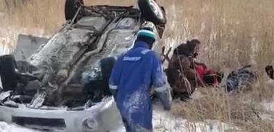 Пассажиры Nissan Note пострадали ваварии наохотской трассе из-за опасных маневров водителя