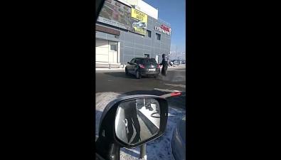 Автоледи выдрала топливный пистолет наАЗС вЮжно-Сахалинске